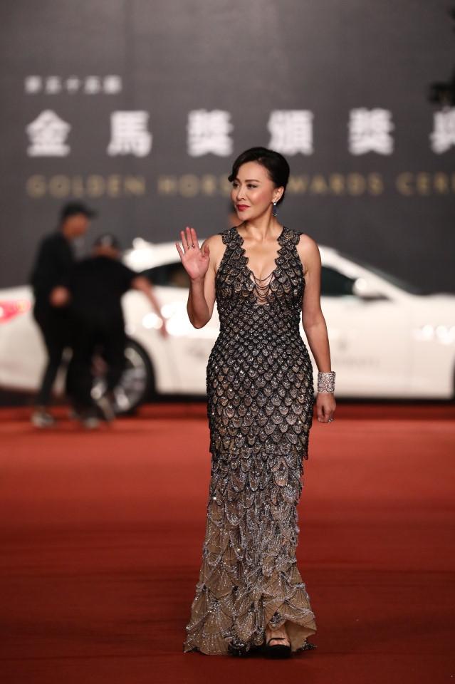 Châu Tấn rạng rỡ trên thảm đỏ lễ trao giải điện ảnh Kim Mã 2018