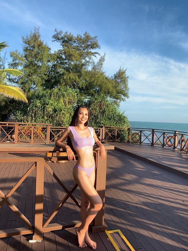 Hoa hậu Tiểu Vy khoe cơ bụng với bikini tại Miss World