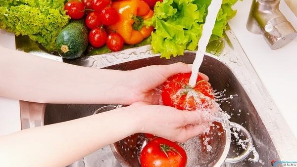 Những cách hiệu quả 'đánh bay' thuốc trừ sâu trong rau quả