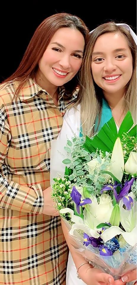 Phi Nhung tự tay trang điểm mừng con gái tốt nghiệp ngành y tá ở Mỹ