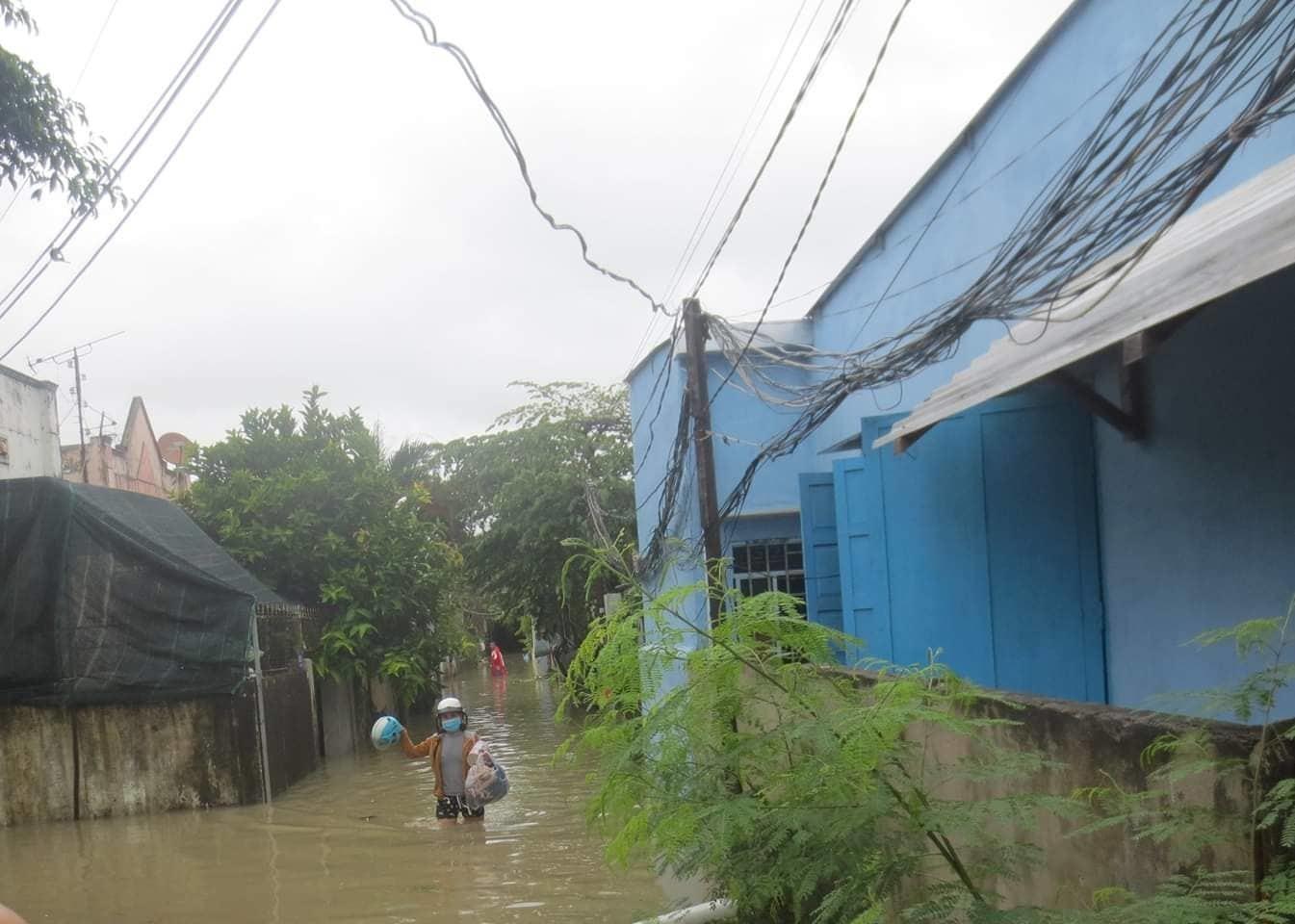 Mưa như trút, vỡ hồ nhân tạo, 12 người chết, 1 người mất tích ở Khánh Hòa