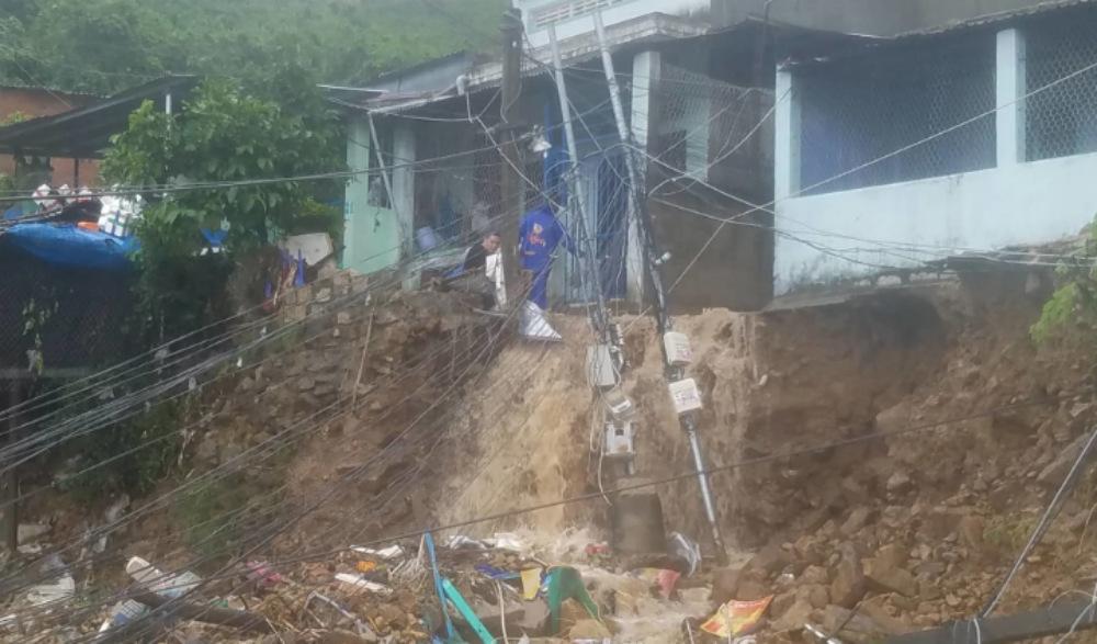 Đoàn giáo viên Đắk Lắk bị lở đất vùi lấp, 5 người thương vong