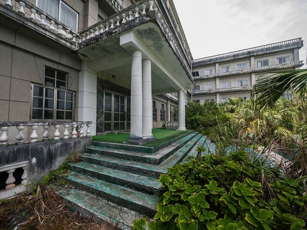 Bên trong khách sạn bỏ hoang từng là nơi nghỉ dưỡng nổi tiếng Nhật Bản