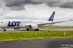 Hãng hàng không phải vay tạm tiền của hành khách để sửa máy bay