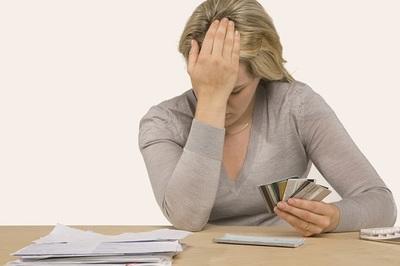 """Bảo lãnh cho vay tiền: nguy cơ trở thành """"con nợ"""""""