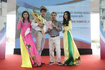 Cư dân Phú Hồng Thịnh 9, 10 nhận sổ hồng