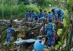 Lở núi ở Nha Trang: Đào xới đống đổ nát tìm người thân bị vùi lấp