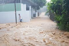 Bão số 9 đổ bộ, Nha Trang tiếp tục đối mặt nguy cơ ngập lụt