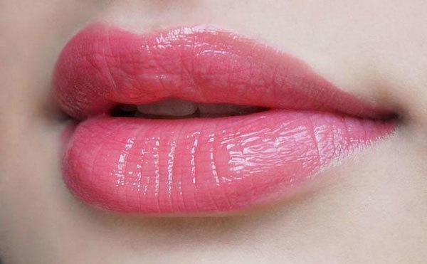 Venesa tư vấn bạn nữ cách chọn mỹ phẩm cho làn da khô