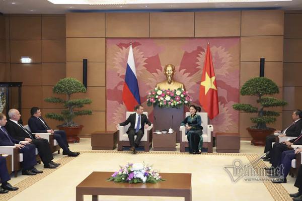 Chủ tịch QH hội kiến Thủ tướng Nga Medvedev