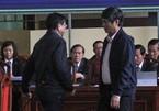 Những khoảnh khắc hiếm thấy trong phiên tòa xử Phan Văn Vĩnh