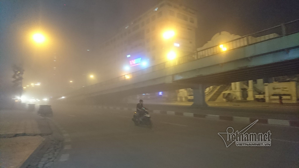 Hà Nội: Phá chung cư nơi đất vàng, ngỡ ngàng bịt mũi đi xuyên bụi