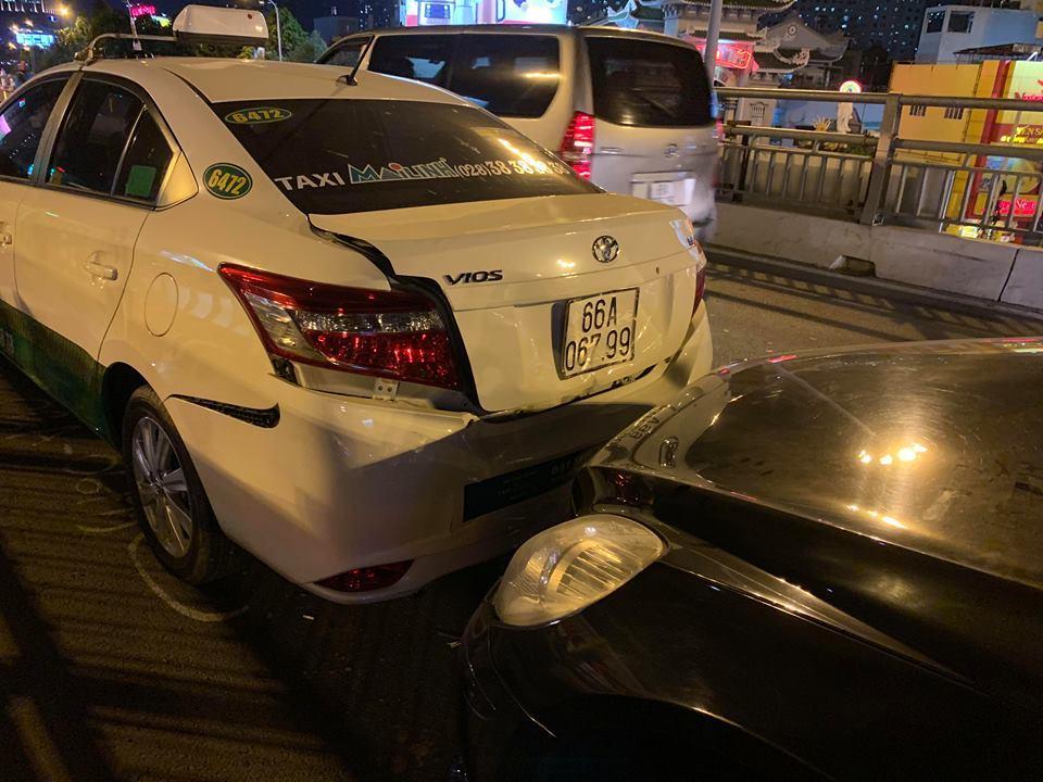 tai nạn giao thông,tai nạn liên hoàn,Sài Gòn,TNGT,cầu vượt hàng xanh