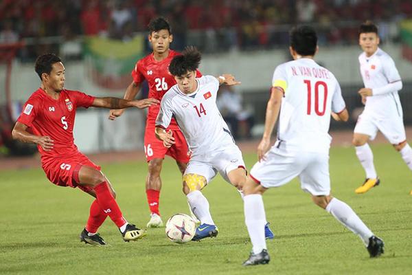 """""""Tuyển Việt Nam, quên trọng tài đi, hãy lấy vé bán kết AFF Cup"""""""