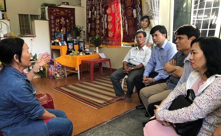 Bộ GD-ĐT thăm gia đình có giáo viên, học sinh mất trong vụ sạt lở đất tại Nha Trang
