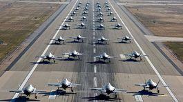 Xem chiến cơ tối tân Mỹ dàn hàng cất cánh khoe uy lực