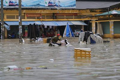 Bão số 9: Mưa lớn 6 ngày liên tiếp từ Quảng Trị - Bình Thuận