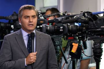 Nhà Trắng lùi bước trong cuộc chiến với CNN