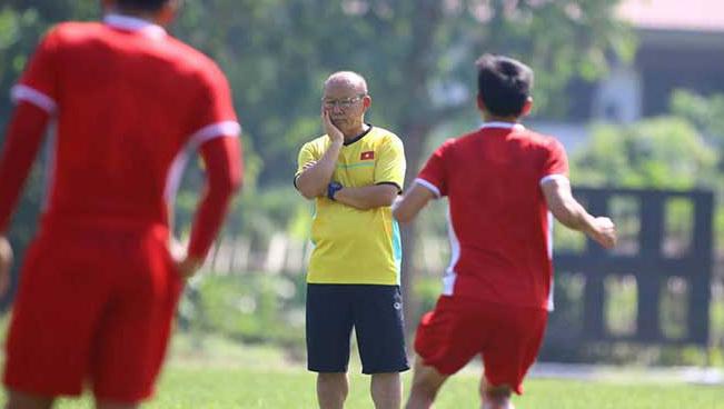 AFF Cup 2018 căng như dây đàn, tuyển Việt Nam 'sáng' nhất