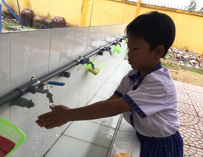 Việt Nam mất 16 ngàn tỷ mỗi năm vì 2 triệu người phóng uế bừa bãi