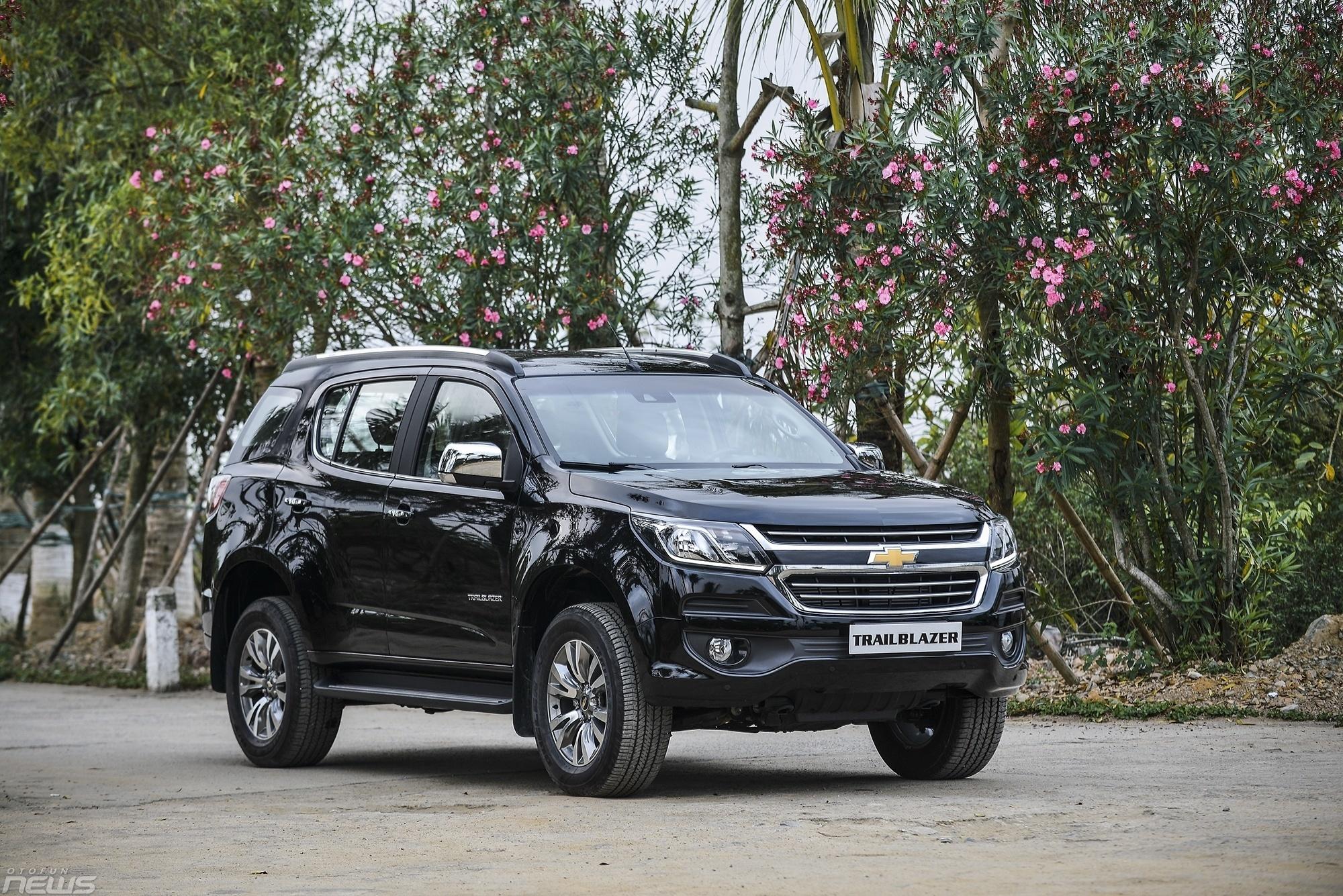 Điểm danh những mẫu ô tô giảm giá trong tháng