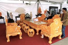 Xôn xao bộ bàn ghế Trung Mỹ 8 tỷ của nữ đại gia Hà Nội