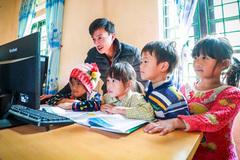 Thầy trò Si Ma Cai làm mới tiết học nhờ đường truyền internet Viettel