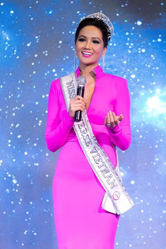 'Bánh mì' là trang phục truyền thống của H'Hen Niê thi Hoa hậu Hoàn vũ