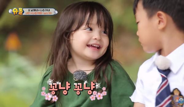 Cô bé lai Hàn Quốc - Thụy Sĩ xinh như búp bê, biết 4 thứ tiếng