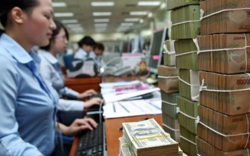 Biến động lạ: Đại gia ngân hàng sốt ruột, cả nhà đi gom cổ phiếu