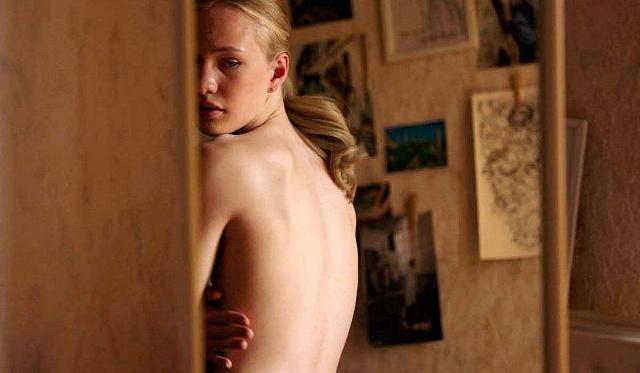 Phim có cảnh diễn viên 15 tuổi khỏa thân hoàn toàn gặp rắc rối