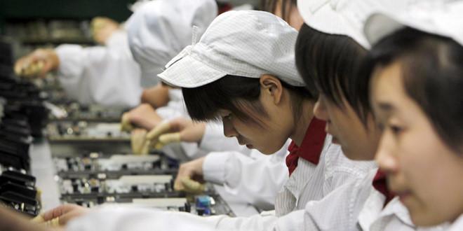 Doanh số iPhone của Apple giảm, Foxconn cũng lao đao