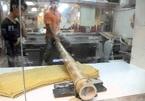 Món mì cổ truyền của Trung Quốc được làm bằng… ống tre dài 2 mét
