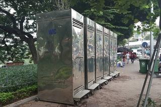 Phá cửa nhà vệ sinh công cộng, nhân viên chứng kiến cảnh đáng sợ