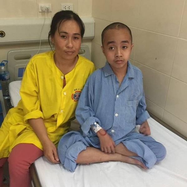 Xót xa bé trai 10 tuổi trải qua 5 lần phẫu thuật u não