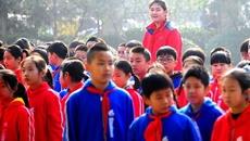 Cô bé Trung Quốc 11 tuổi cao 2,1 m: Vẫn học tập, vui chơi bình thường