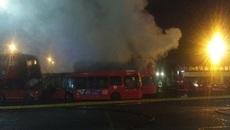 Hơn chục xe buýt bốc cháy ngùn ngụt ở London