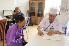 Đầu tư mạnh nhân lực để trạm y tế đông người bệnh