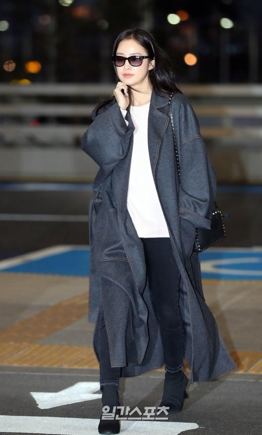 Kim Tae Hee rạng rỡ lên đường sang Việt Nam