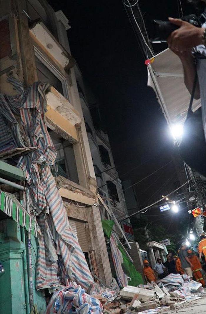 Sập nhà ở trung tâm Sài Gòn, 1 người chết