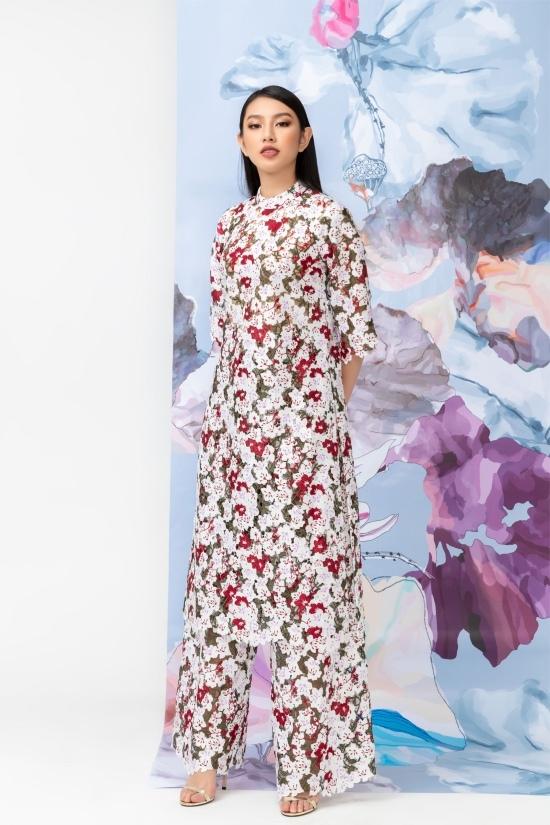 Thùy Tiên yêu kiều trong loạt áo dài rực rỡ