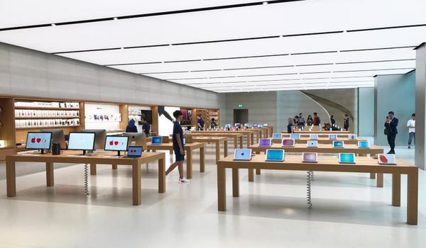 Apple ép cửa hàng bán lẻ trả tiền cho iPhone trưng bày