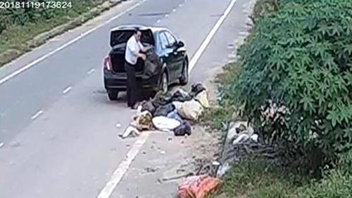lái ô tô vứt rác,văn hóa giao thông