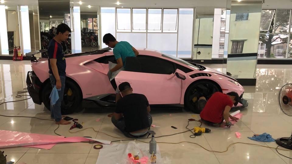 Lamborghini Huracan 'khoác áo hồng' nữ tính của đại gia Bạc Liêu