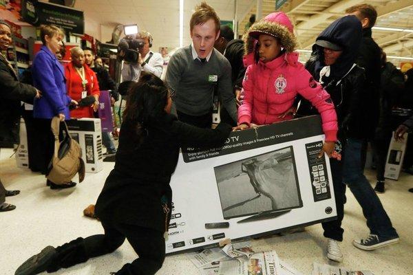 """Tranh mua dịp """"Black Friday"""" ở Mỹ đã là quá khứ?"""