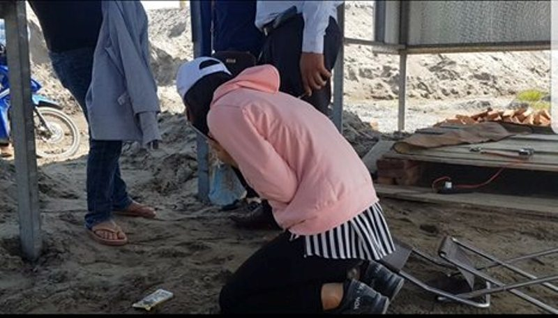 Bị nhóm giang hồ đất Cảng bao vây, nữ giám đốc quỳ lạy