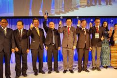 FPT Edu nhận 'cúp đúp' giải thương hiệu xuất sắc thế giới