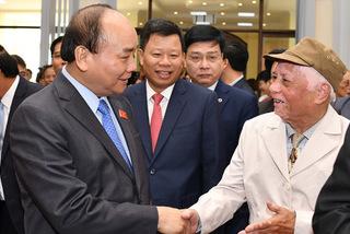 Hình ảnh Thủ tướng tiếp xúc cử tri quận Lê Chân, Hải Phòng