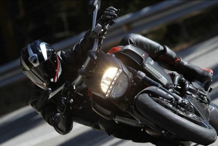 Những kỹ năng đi xe máy an toàn mà ai cũng cần biết