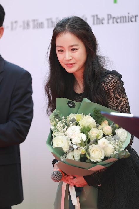 Kim Tae Hee xuất hiện chớp nhoáng trong sự kiện ở Hà Nội